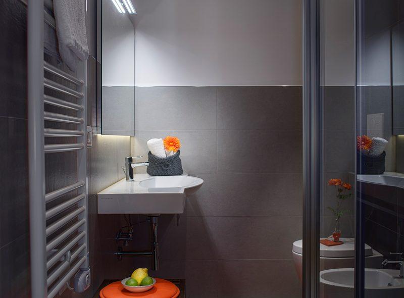 La doccia della camera matrimoniale superior con balcone di VivereNumana
