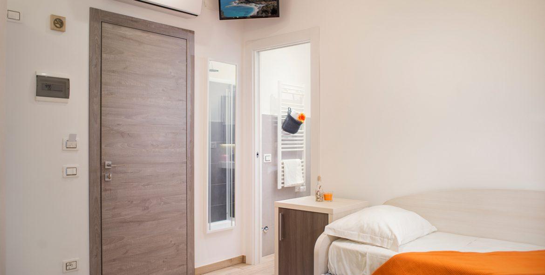 Il letto aggiuntivo della camera matrimoniale superior con balcone di VivereNumana