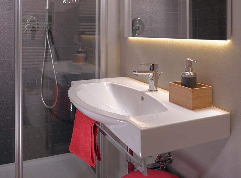 Il bagno della camera matrimoniale con balconcino di VivereNumana