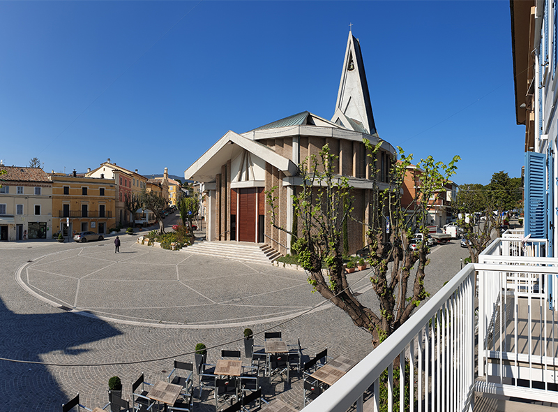 viverenumana-camera-matrimoniale-balconcino-piazza