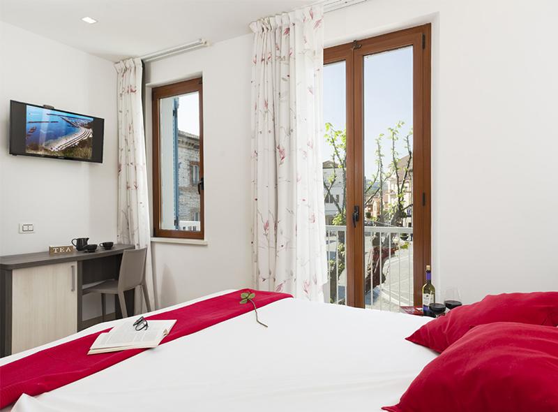 La vista della camera matrimoniale con balconcino di VivereNumana