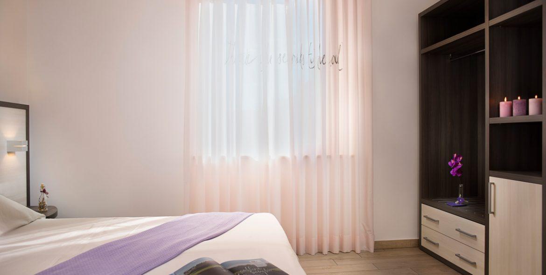 Il letto della camera matrimoniale deluxe di VivereNumana
