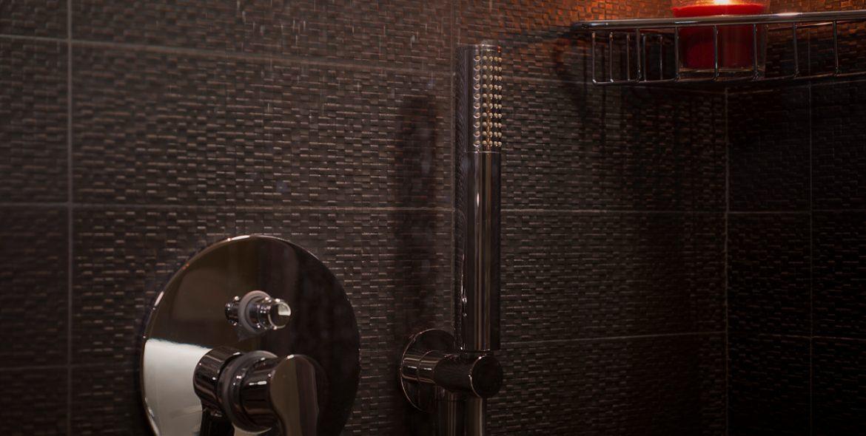 La doccia della camera matrimoniale superio di VivereNumana