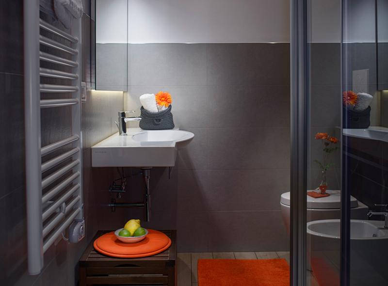 La doccia della camera tripla con balcone di VivereNumana