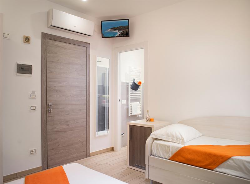 Il letto aggiuntivo della camera tripla con balcone di VivereNumana