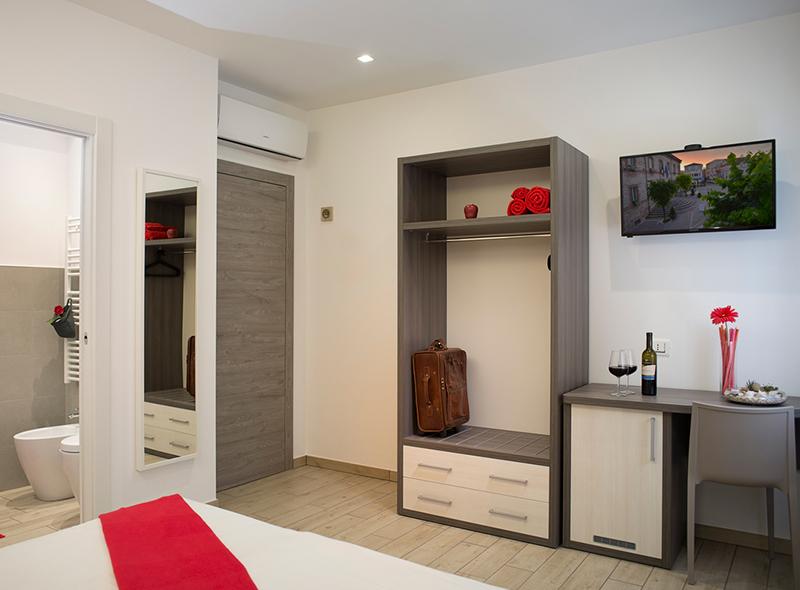 viverenumana-camera-matrimoniale-balconcino-interno
