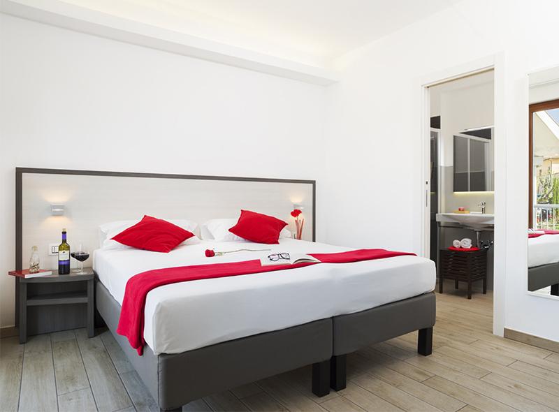viverenumana-camera-matrimoniale-balconcino