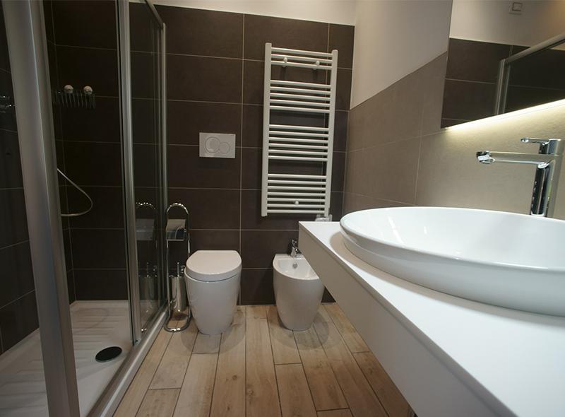 viverenumana-camera-quadrupla-bagno-sanitari
